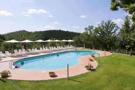 Villaggio Le Querce - Relaxing summer holiday in Tuscany plus wine tasting and a bottle of wine - Save 49%