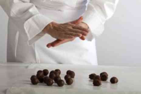 Yuuga Kemistri - Three hour raw chocolate making masterclass for 1 - Save 52%