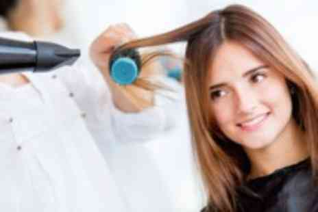Hair Design - Full head of highlights restyle blow dry & conditioning treatment - Save 70%
