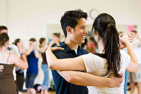 Deesdancing - Four Beginners' Ballroom/Latin Dancing Classes for One - Save 68%