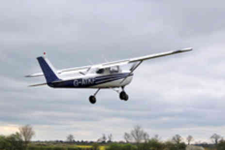 Go Fly Oxford - One Hour Light Aircraft Flying Experience with Membership - Save 51%