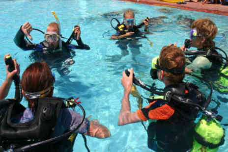 Subaquaholics - two hour Try Dive course worth £25 ,including safety briefing, kit, all equipment and full guidance  - Save 64%
