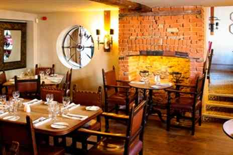The Queens Head Hotel - Riverside Dinner for Two - Save 53%