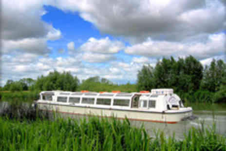 Oxford River Cruises -  Thames Dinner Cruise with Prosecco for Two - Save 47%