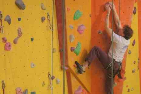 inzpiring horizons - Introduction to Indoor Climbing - Save 34%