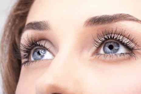 Glamorous Hair - Semi permanent Hollywood Lashes with a brow thread & shape - Save 0%