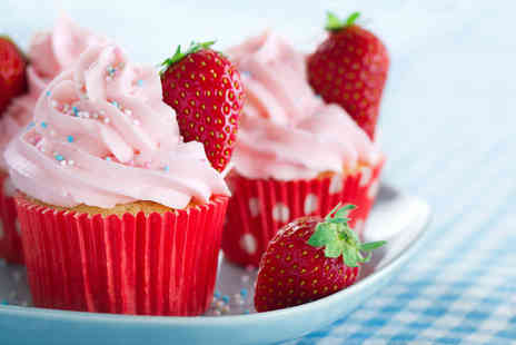 La di da Cakery - Two hour cupcake decorating class and a box of 12 cupcakes - Save 58%