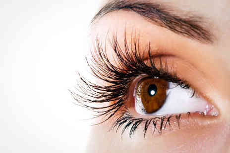 Golden Eyelashes - Full Set of Individual Eyelash Extensions or LVL Lash Treatment - Save 58%