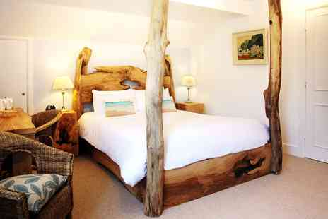 Cottage Lodge - New Forest Escape with Bucks Fizz Breakfast & More - Save 54%