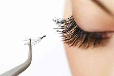 Clerkenwells Hair & Beauty - Full Set of Eyelash Extensions - Save 35%