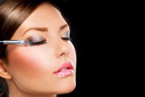 Institute of Professional Makeup - Three hour MAC makeup class  - Save 71%