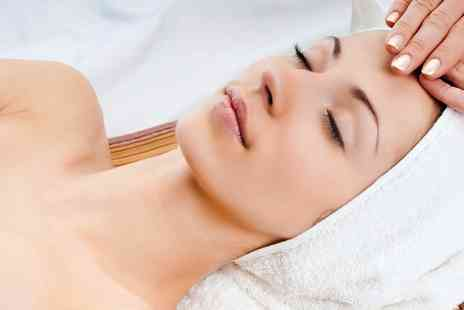 Glam U Up - 60 Minute Pamper Package - Save 46%