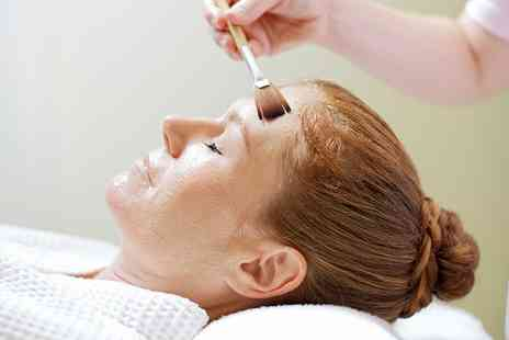 Lashious Ealing - 45 Minute Facial  - Save 63%