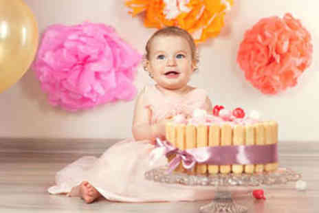 TRENDY ART  - Cake Smash Photo Shoot with Framed Print - Save 93%