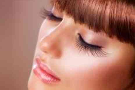 Opal Essence - Full set of semi permanent eyelash extensions - Save 70%