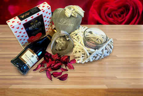 IQGB - Luxury Valentines hamper including Prosecco and chocolates   - Save 62%