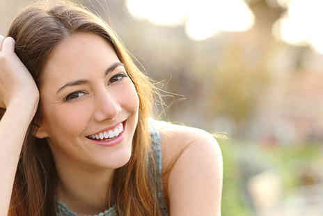 Glamour Smile Clinic - One hour ZOOM teeth whitening treatment including a consultation   - Save 84%