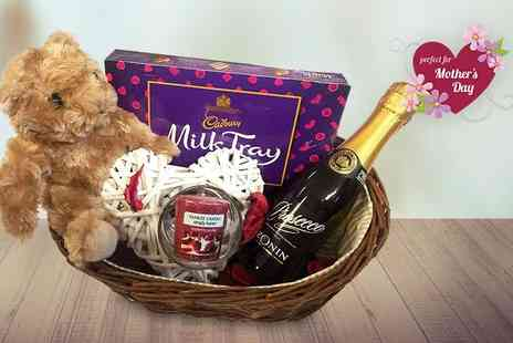 IQGB - Luxury Mothers Day hamper including Prosecco, a Yankee candle and chocolates  -  Save 62%