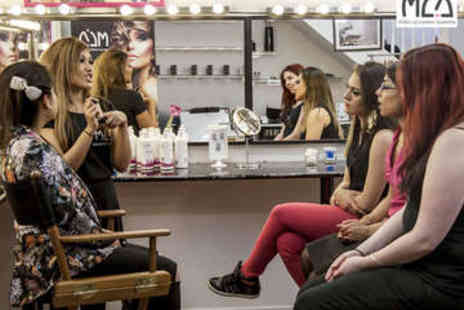 Make Up London Academy - Three Hour Highlighting and Contouring Course - Save 71%