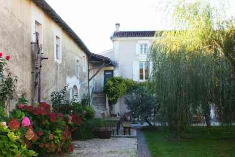 Domaine de la Laigne - Seven nights 8 days France Poitou-Charentes Cottage 4 to 6 people Stay Pool access Bottle of wine Linen - Save 45%