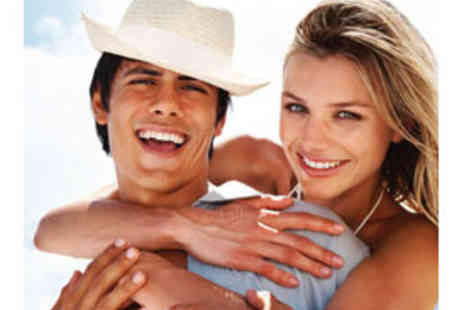California Smile Clinics - Deluxe Home Teeth Whitening Kit Only £19 - Save 84%