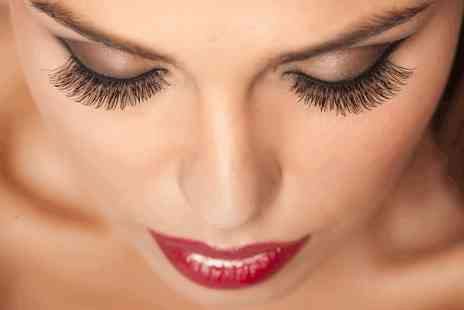 London Academy of Beauty - One or Three day makeup diploma course - Save 0%