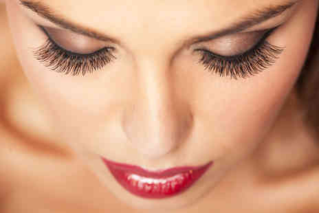 Versage Health and Beauty - Full set of individual eyelash extensions - Save 65%