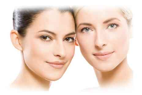 Dermatherapy Skin Clinic - Dermaroller with Vitamin A Algae Mask - Save 23%