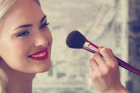 Vividliy Creative - Three hour makeup masterclass and mystery gift for one - Save 76%