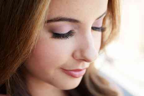 Blink Beauty Booth - Semi Permanent Eyelash Extensions - Save 36%