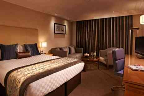 Thistle Euston Hotel - One Night Stay for Two with Breakfast and Option for Dinner, Wine and 20% off Food and Beverages - Save 0%