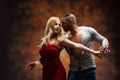 VAMOS - Four salsa dance classes and four drinks for one - Save 75%