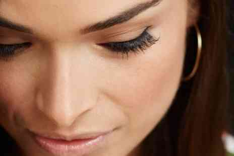 Sante spa - Full Set of Eyelash Extensions with an Optional Eyebrow Tint - Save 45%