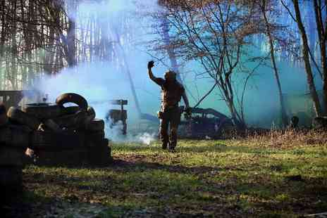 Blind Fire Paintball - Paintball session for 10 with a tasty lunch and 100 paintballs - Save 90%