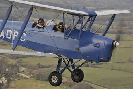 Vintage Flying - 15 minute vintage Tiger Moth flying lesson - Save 55%