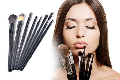 Heads Group - Eight makeup brushes - Save 85%