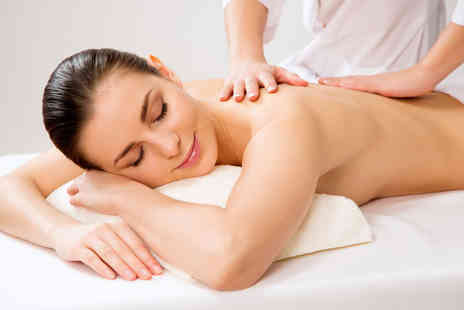 Schmoo - Pamper package including a back massage, facial and eye treatment - Save 57%