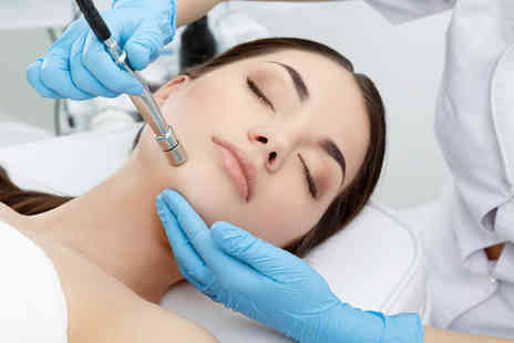 East London Beauty Academy - Six sessions of IPL on 2 medium areas - Save 89%