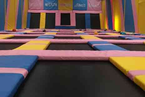 Tramp 2 Lean - One Hour Bouncing Session for Adult with Toddler or for Up to Four - Save 0%