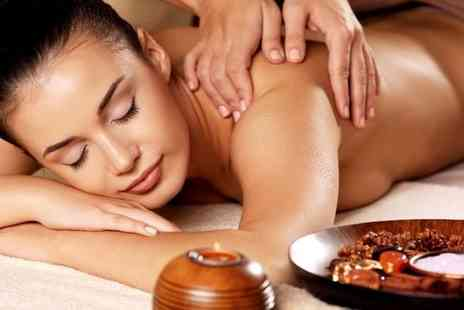 Essentia spa - Luxury 30 minute aromatherapy massage - Save 37%