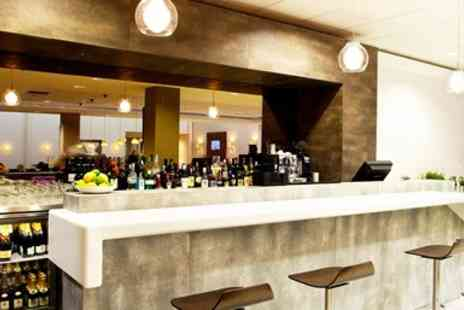 No1 Lounges - Edinburgh Airport Lounge with Food & Prosecco - Save 6%