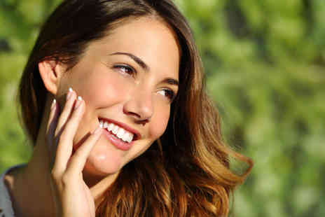Neo Derm - One hour session of Hollywood teeth whitening - Save 73%
