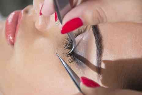 Essence of Beauty - Full Set of Individual Cashmere Eyelash Extensions - Save 52%
