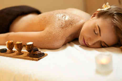 Le Beautique Spa - Cedar barrel sauna session and a one hour full body scrub - Save 70%