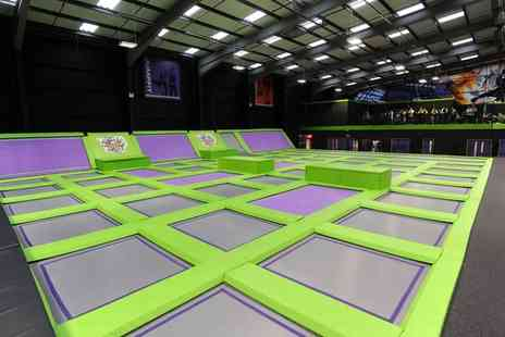 Jump Giants A - Trampoline party for up to 12 children - Save 26%