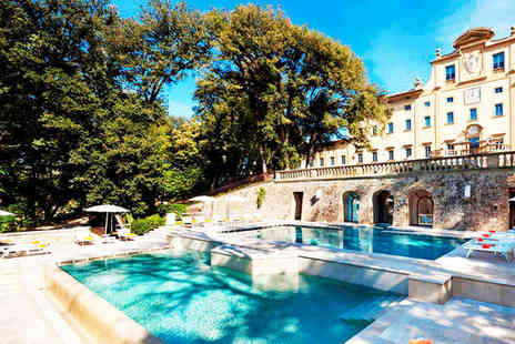 Hotel Una Villa Le Maschere - Five Star Striking Renaissance Villa in Beautiful Tuscany For Two - Save 80%