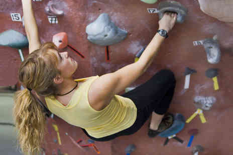 Dynamic Rock - One session of rock climbing including all equipment - Save 74%