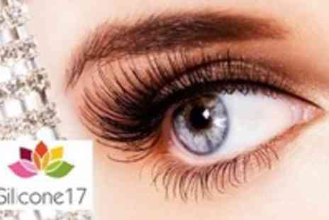 Silicone17 - Ulimate Glamour Girl Pack of 20 Sets of Lashes - Save 55%