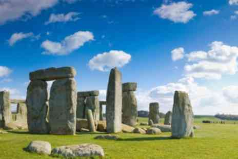 International Friends - Small Group Day Trip to Stonehenge, Glastonbury, and Winchester from London - Save 10%