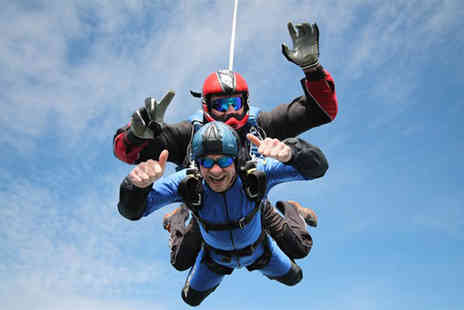 Buyagift - Tandem skydive including safety briefing and equipment - Save 0%